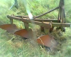 Plug rolniczy 3 skibowy w dobrej cenie.
